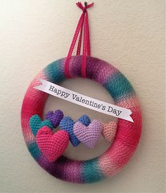 Valentine& Day Yarn Wreath As soon as the Christmas decorations come down in my house, I like to get things moving on to the next holida. Valentine Day Wreaths, Valentines Day Decorations, Valentine Day Crafts, Happy Valentines Day, Christmas Decorations, Valentine Hearts, Valentines Bricolage, Crochet Wreath, Holiday Crochet