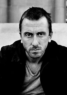 Tim Roth (1961) is an English actor and director. Roth made his début in the 1982 television film Made in Britain and the 1984 film The Hit, for which he was nominated for a BAFTA Award. He gained more attention for his performances in The Cook, the Thief, His Wife & Her Lover, Vincent & Theo, and Rosencrantz & Guildenstern Are Dead. He later earned international recognition for appearing in Quentin Tarantino films such as Reservoir Dogs, Pulp Fiction, and Four Rooms.
