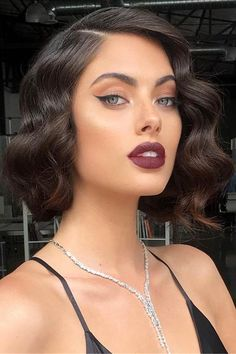 Haircut Short Wavy Hair Makeup 32 Ideas For 2019 Prom Hairstyles For Short Hair, Vintage Hairstyles, Bob Hairstyles, Straight Hairstyles, Curls For Short Hair, Hairstyles For Medium Length Hair, Weekend Hairstyles, Pretty Short Hair, Great Gatsby Hairstyles