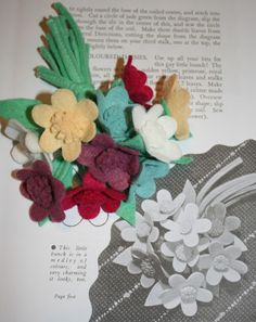 This is yet another post dedicated almost entirely to those pretty little petals of felt that make me giddy just thinking about . Making Fabric Flowers, Felt Flowers, Flower Making, Brooches Handmade, Handmade Flowers, Vintage Brooches, Fuzzy Felt, Make Do And Mend, Flower Corsage