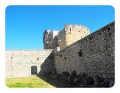 Venosa - Reperti Archeologici al castello - 40°58′00″N 15°49′00″E