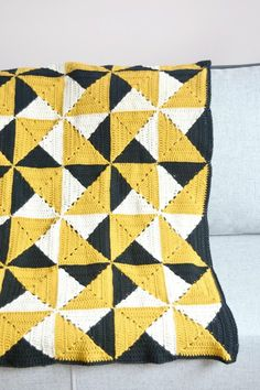 """From the designer: """"Modern look for a classic granny square blanket. This blanket consists of 48 granny squares joined together with a mattress stitch and assembled with one row of half double crochet. Crochet Granny Square Afghan, Crochet Quilt, Afghan Crochet Patterns, Crochet Squares, Crochet Home, Crochet Crafts, Crochet Projects, Square Blanket, Granny Squares"""