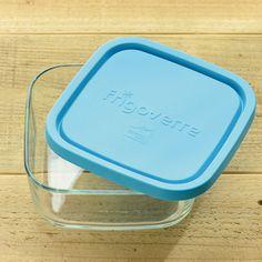 カップおかずが冷凍されて固まったら、ふた付きの保存容器に移してそのまま冷凍しておきます。作り置きの常備菜がたくさん余ってしまったら、こうして冷凍しておけば、盛り付けの手間も省けておかずのバリエーションも広がります。 ここからは作り置きしておくと便利な、冷凍保存可能なお弁当レシピを紹介していきます♪