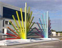 GUIL (©2012 artmajeur.com/guil) En 2011, Guil remporte le concours public européen pour la réalisation d'œuvres dans l'espace extérieur du nouveau Palais de Justice de Gela, en Italie. Sa création en deux tableaux est une représentation sculpturale de la Lumière, symbole de la Justice rendue, et de la Méditerrannée.