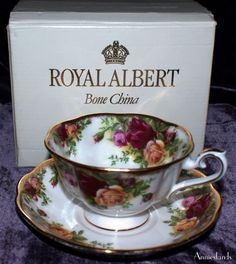 Royal Albert Rare Avon Cup & Saucer, 'Old Country Roses' 1970's English Fine Bone China in Original Box | For Sale £33, International Shipping | #royal_albert #tea #cups