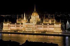 Budapest, Hungría. A esta hermosa ciudad la conforman  223 museos y galerías que presentan no sólo exposiciones y arte húngaro, sino también arte y ciencia de la cultura universal y europea.