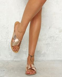 NEW @billinishoes Majorca Sandals in Rose Gold Metallic 😍 in-store at Franki&co. now! Don't forget you can also shop with us online via the link in our profile 👌✨ #frankiandco #lifestyleboutique #billini #billinishoes #summersandals #slides #rosegold #happyfeet #newshoes #shoeshopping #norahhead #centralcoast #frankilifestyle