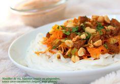 Nouilles de riz, légumes et protéines soja sautés au gingembre, sauce coco cacahuètes, vegan, sans gluten, sans lactose