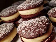 Whoopie pie, a legújabb kedvencünk lett ez a csodás édesség! - Egyszerű Gyors Receptek Izu, Whoopie Pies, Cookies, Chocolate, Food, Biscuits, Meal, Schokolade, Essen