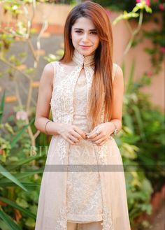 90s Fashion, Korean Fashion, Fashion Dresses, Pakistani Dresses, Indian Dresses, Famous Celebrities, Celebs, Dress Design Sketches, Whatsapp Messenger