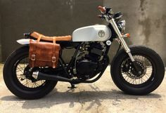 Suzuki Thunder 250 like the saddle bags Cafe Bike, Cafe Racer Bikes, Cafe Racer Motorcycle, Motorcycle Style, Brat Bike, Bobber Custom, Custom Bikes, Cool Motorcycles, Vintage Motorcycles