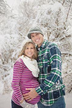 couples winter maternity photo | winter maternity