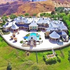 Incredible mega mansion in the California Hills Now that's my house Mega Mansions, Mansions Homes, Luxury Mansions, Dream Home Design, My Dream Home, Dream Mansion, Luxury Homes Dream Houses, Dream Homes, Modern Mansion