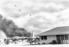 32 historical photos of the attack on Pearl Harbor Pearl Harbor 1941, Pearl Harbor Attack, Uss Arizona, Japanese Film, Japanese American, American Revolutionary War, American Civil War, Roosevelt, Hiroshima