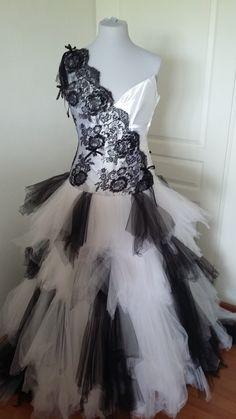 Nouvelle robe publiée!  DANY POUR ALAIN - T42. Pour seulement 370€! Economisez 77%! http://www.weddalia.com/fr/boutique-vendre-robe-de-mariee/dany-pour-alain-t42-2/ #RobesDeMariée www.weddalia.com/fr