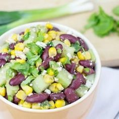 With this High Protein Kidney Bean Salad we're throwing the Greek and American cuisine In one bowl. A refreshing and satisfying salad ready in just 7 minutes. High Protein Salads, High Protein Vegetarian Recipes, Vegetarian Lunch, Healthy Recipes, Healthy Salads, Recipes With Kidney Beans Healthy, Healthy Foods, Vegetarian Options, Protein Snacks
