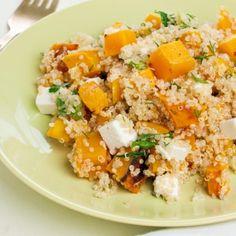 La Ricetta per l'insalata di quinoa, ottima per la primavera quando si ha voglia di pranzi leggeri. Aggiungi la feta per un pasto veloce e nutriente.