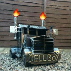 Discover thousands of images about Big-Rig Truck bbq stove wood burner. From the Original Scottish Creator of the Truck & Lorry Garden burners, Barry Wood. Wood Burner Stove, Log Burner, Welding Art Projects, Metal Projects, Metal Fire Pit, Fire Pits, Homemade Grill, Bbq Stove, Diy Smoker