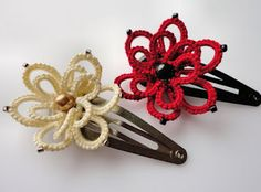 Yarnplayer's Tatting Blog: My great big tatted frog closure and small hairclips -- Hair clips were made using size 10 thread.  #tatting #flower #jewelry