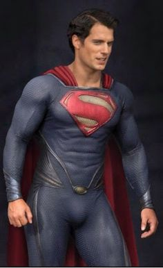 Henry Cavill: 'Man of Steel' Set Photos!: Photo Check out a close up look of Henry Cavill as Superman while on the set of Man of Steel on Tuesday (August in Plano, Illinois. Henry Cavill Superman, Batman Vs Superman, Superman Suit, Superman News, Superman Movies, Superman Man Of Steel, Dc Movies, Superhero Movies, Hot Men