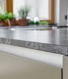 Hochwertige INTUO-Küche in edlen Grau- und Grüntönen designed von homeART Gartner Kitchen, Gray, Projects, Cuisine, Home Kitchens, Kitchens, Cucina
