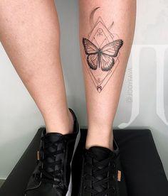 19 Tatuagens de borboleta que vão te fazer voar! – Tattoo2me Magazine Butterfly Mandala Tattoo, Butterfly Leg Tattoos, Boho Tattoos, Sexy Tattoos, Body Art Tattoos, Moth Tattoo Design, Tattoo Designs, Piercing Tattoo, Arm Tattoo