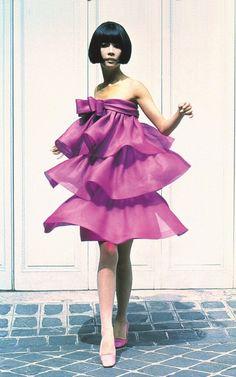 Résultats Google Recherche d'images Sixties Fashion, Retro Fashion, Vintage Fashion, Pierre Cardin, Fashion Marketing, Luxury Dress, Fashion Books, Vintage Style Outfits, Creations