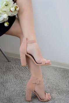 %100 El Yapımı Antialerjik | Antikanserojen İç Astar Kargo Ücretsiz Fiyat: 110 TL Topuk Boyu: 9 cm Fotoğraf Çekimleri Firmamıza Aittir Kapıda Ödeme Kart/Nakit DM Atabilirsiniz - Direct Message #topuklu #ayakkabı #stiletto #kadın #shoes #women #bayan #yüksektopuk #alçaktopuk #sandalet #terlik #babet #abiye #günlük #gokcheland #indirim #kampanya #trend #moda #fantazi #fashion #yenisezon #newseason Shoe Recipe, Beautiful Gowns, Off The Shoulder, Stiletto Heels, Honda, Hoodies, Sandals, Long Sleeve, Casual
