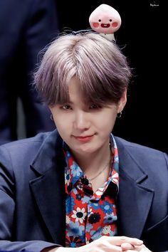 Taehyung disappeared after their breakup , then who was it Jungkook spotted in the musical streets of Miami? Mafia Au ⬆️Jungkook , ⬇️ Taehyung I JUST FELT LIKE. Bts Suga, Min Yoongi Bts, Bts Bangtan Boy, Daegu, Foto Bts, Mixtape, Kpop, Fansign Bts, Rapper