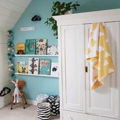 Rose in April Joseph Bunny Lamp – Grasonderjevoeten. Yellow Kids Rooms, Blue And Yellow Living Room, Yellow Room Decor, Grey Yellow Nursery, Blue Yellow, Kids Bedroom Designs, Kids Room Design, Todler Room, Bunny Lamp