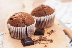Oggi presentiamo la ricetta dei muffin al cioccolato per celiaci, ovvero completamente privi di glutine.