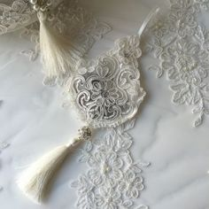 Dantel Lavanta Kesesi Lavender Crafts, Lavender Bags, Lavender Sachets, Shabby Chic Embellishments, Sachet Bags, Angel Gowns, Mini Quilts, Lace Flowers, Bridal Hair Accessories