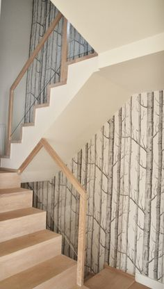 wallpaper Woods z serii Cole&Son on stairs