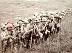 Lancashire Fusiliers at Gallipoli await the order to attack World War One, Old World, Anzac Soldiers, The Devil's Own, British Army Uniform, British Armed Forces, Age Of Empires, British Colonial, African History