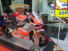 Ducati Berbaju Batik Meriahkan Ajang Fashion - Vivaoto.com - Majalah Otomotif Online