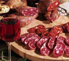 Soppressata fresh bread and a glass of red wine that's heaven! Food Bulletin Boards, Deli Cafe, Meat Steak, Sicilian Recipes, Sicilian Food, Fresh Bread, Slow Food, Antipasto, Wine Recipes