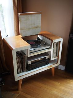 Mysleepykisser-With-Feelings-Hid: sweet record player stand Decor, Furniture, Hifi Furniture, Diy Vinyl, Interior, Home, Vintage Records, Record Player Stand, Stereo Cabinet