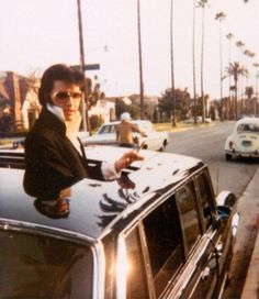 Elvis pokes his head out of the sunroof of a 1969 Mercedes-Benz a six-door limousine he used while in Los Angeles. Mercedes 600, Bizarre Stories, Celebrity Cars, Elvis And Priscilla, Priscilla Presley, Pink Cadillac, Elvis Presley Photos, California, Thats The Way