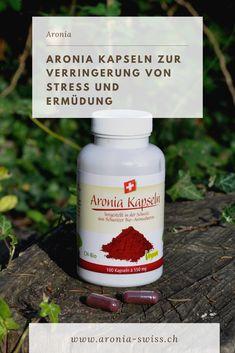 Das Beste aus der Aroniabeere ist in der Aronia-Kapsel zusammengefasst. Die Aronia-Kapseln können bequem und jederzeit eingenommen werden und versorgen Deinen Körper mit wichtigen Nährstoffen. Aronia ist reich an natürlichem Vitamin C. Dieses trägt dazu bei, die Zellen vor oxidativem Stress zu schützen, sowie Müdigkeit und Ermüdung zu verringern.  #aronia #aroniabeere #gesundheit #vitamin #ernährungsergänzung Vitamin C, Superfoods, Stress, Natural Home Remedies, Vitamins And Minerals, Low Fiber Foods, Healthy Food, Products