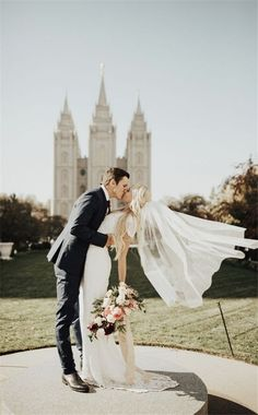 Home » Wedding Photography » 20+ Heart-melting Wedding Kiss Photo Ideas » Gorgeous wedding photo of the bride and groom