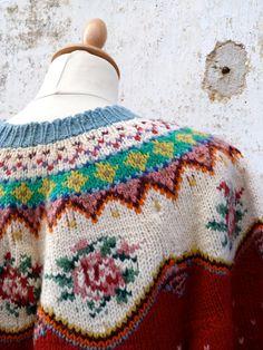 Jahrgang 1970 eine wunderschöne handgemachte fair Inseln Pullover Schöne Arbeit / schöne Farben Mix aus Wolle/polyester Passen Sie zu S/M Länge: 22,4 cm (57) Büste: 46 cm (118) Taille: 44(112 cm) Länge der Hülse: aus der Kragen: 27,2 cm (69) Schöne Vintage Zustand