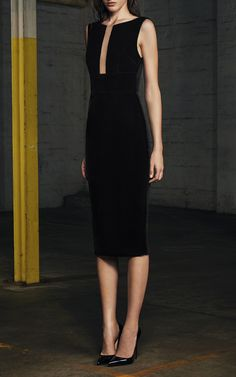 This Alex Perry cocktail dress features a bateau neckline, an illusion cut out at the bodice, and a pencil skirt.