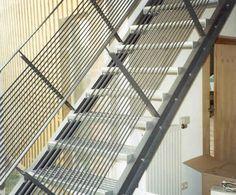 genial treppe aus stahl geschwei t mit stufen aus sandstein gel nder als filigrane. Black Bedroom Furniture Sets. Home Design Ideas