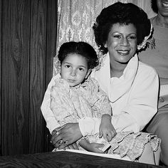 Singer Minnie Riperton and daughter Comedienne Maya Rudolph...who's not having any foolishness. Love this