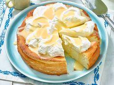 Sie sind noch auf der Suche nach einem unkomplizierten Dessert für Ostern? Dieser Eierlikör-Käsekuchen ohne Boden ist in nur 30 Minuten zubereitet.