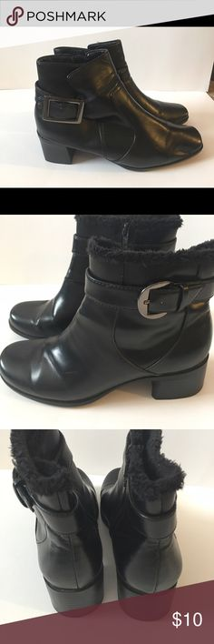 Faux Fur Lined ankle boots Faux fur lining that is very soft. Shoes in good condition. No tears or noticeable marks! Predictions Shoes Ankle Boots & Booties