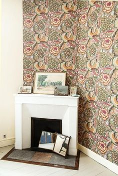 The decor is like a religion that has been built since childhood. Here, the eye is constantly heckled, bouncing old prints into trinkets of all kinds to wallpapers. English, overloaded or in coloured solids, it is with them that Lisa and Julien play kitsch and contemporary design.