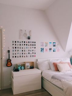 31 Nice Simple Dorm Room Decor You Should Copy Cute Room Ideas, Cute Room Decor, Wall Ideas, Decor Ideas, Wall Decor, Gift Ideas, Room Ideas Bedroom, Bedroom Wall, Bedroom Inspo