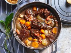 Healthy Crock Pots 99232 Let us be clear: no one is trying to dethrone the beef bourguignon from your grandmother Louisette. Or just a little bit. In fact, we . Beef Bourguignon Slow Cooker, Bourguignon Recipe, Healthy Crock Pots, Meat Recipes, Crockpot Recipes, Food Wishes, Batch Cooking, Pot Roast, Healthy Dinner Recipes
