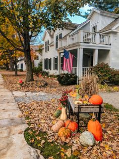 Visiting Dorset VT Nestled in the Green Mountains, just north of Manchester, is the small town of Dorset VT. Lined with white marble sidewalks that have been drawn from the Dorset Query, this is definitely one of the cutest towns in New England. New England Fall, New England Travel, Boston Travel, Autumn Aesthetic, Happy Fall Y'all, Happy Sunday, Exterior, Fall Pictures, Autumn Inspiration